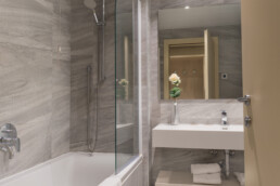 Foto di una vasca da bagno in una Superior