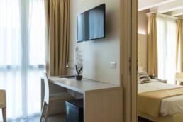 Foto di un letto matrimoniale con balcone in una stanza Comunicante Superior